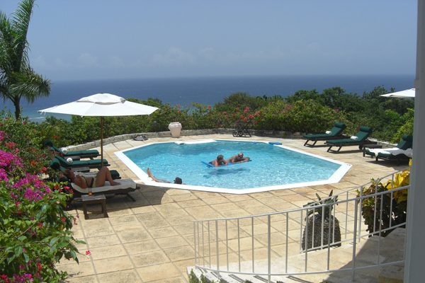 Jamaica_resort_pool.jpg